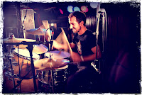 Gerard Mallorquí tocando