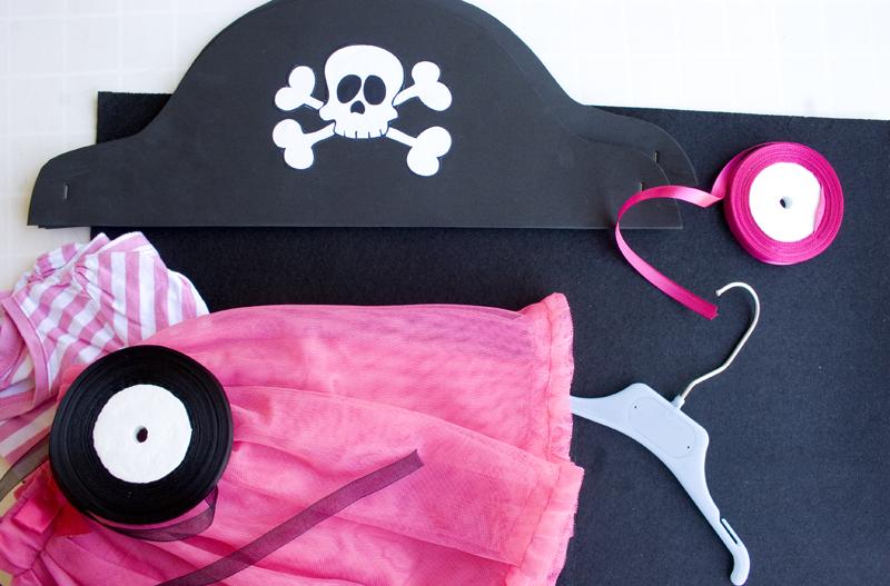 DEF DECO: Decorar en familia_Disfraz de pirata express: gorro y corpiño5