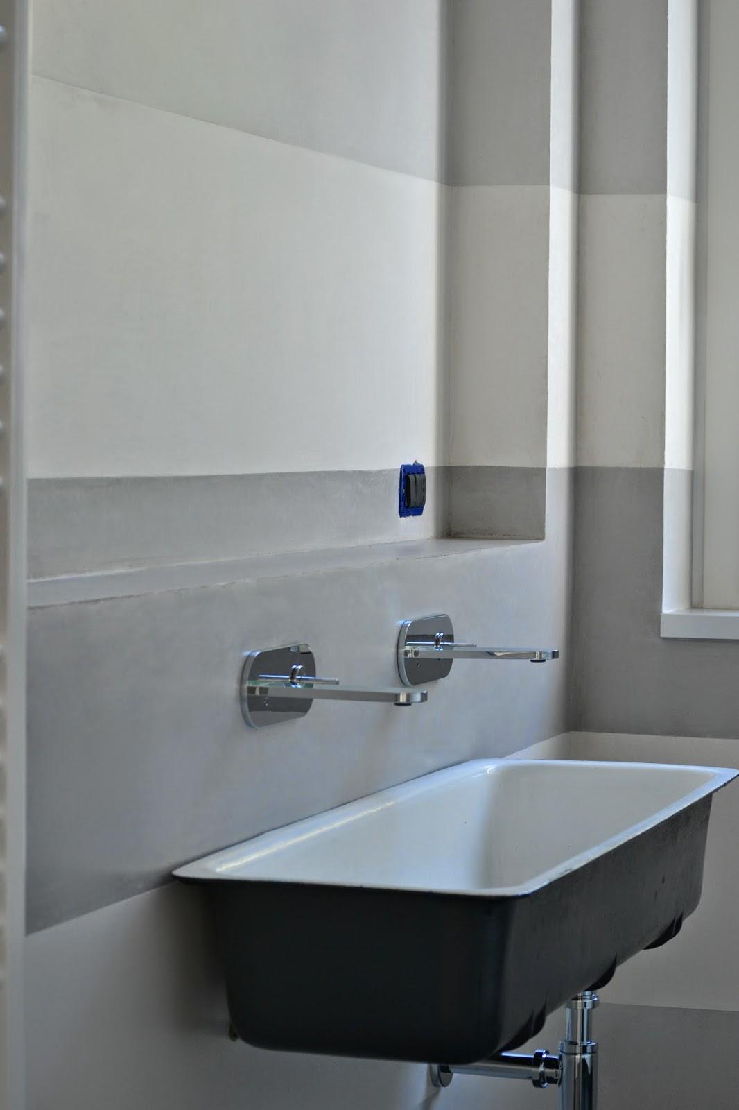 Chiartec rivestimento bagno in marmorino a fasce orizzontali - Stucco veneziano in bagno ...