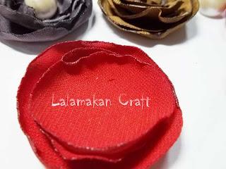 Buat potongan kain berbentuk lingkaran dengan gradasi ukuran (dari