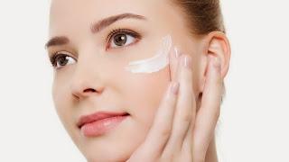 cómo poner crema facial