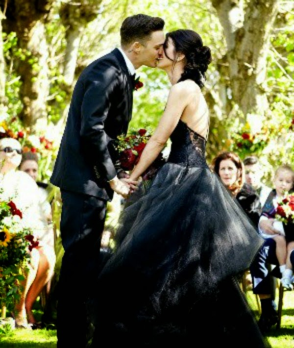 Shanae Grimes' Black Wedding Dress: Affordable Wedding Dresses - Paint it Black