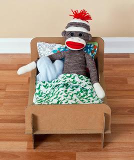 cama juguete hecha con cartón