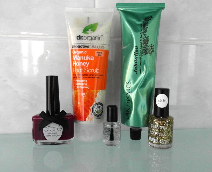 autumn-winter-manicure-pedicure