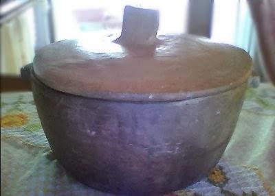 Utilizando a técnica do pot-in-pot para manter a temperatura estável. a mais ou menos 14º C