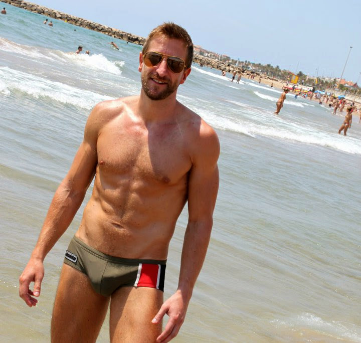 Sweet Hot Hunk Gives Everything