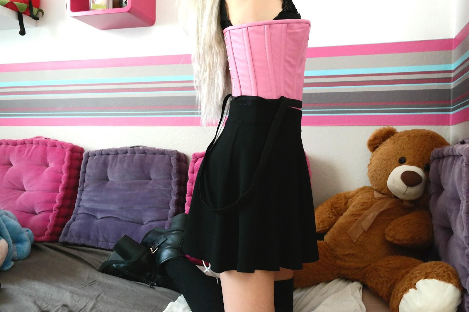 Porter un corset tous les jours 28 images creepy for Atis porte et fenetre