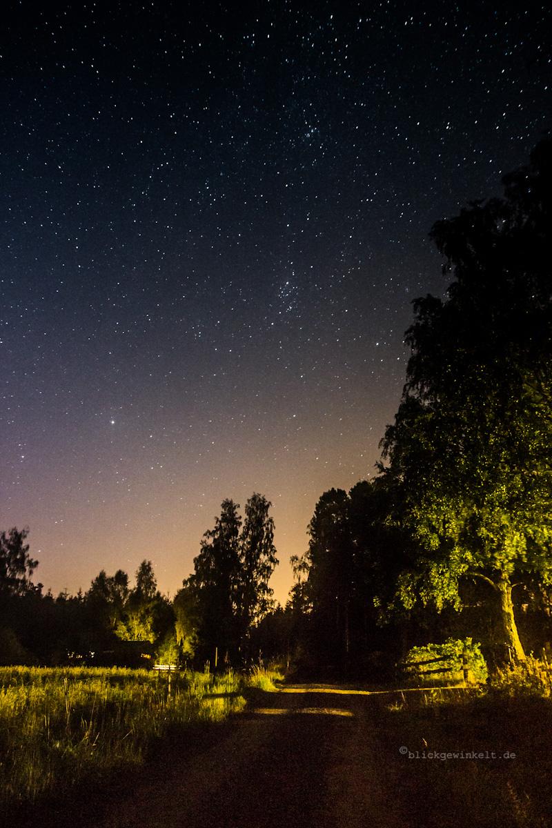 Sternenhimmel über Ortschaft