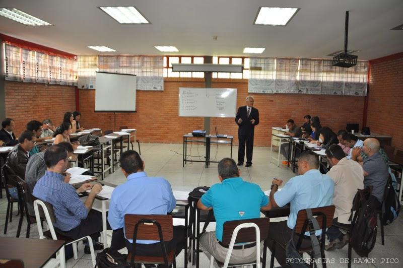 En el salón de conferencias del Cecad se impartieron los talleres previos y obligatorios del Doctorado en Ciencias de la Actividad Física y del Deporte. (Foto: Ramón Pico)