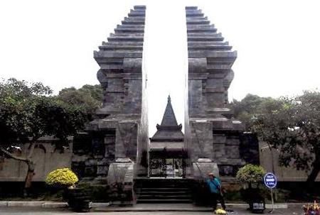 Pintu masuk makam Bung Karno, Blitar, Jawa Timur