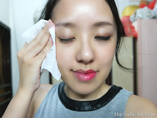 Removing makeup with SkinSoul Ultra-Soft Facial Towelettes