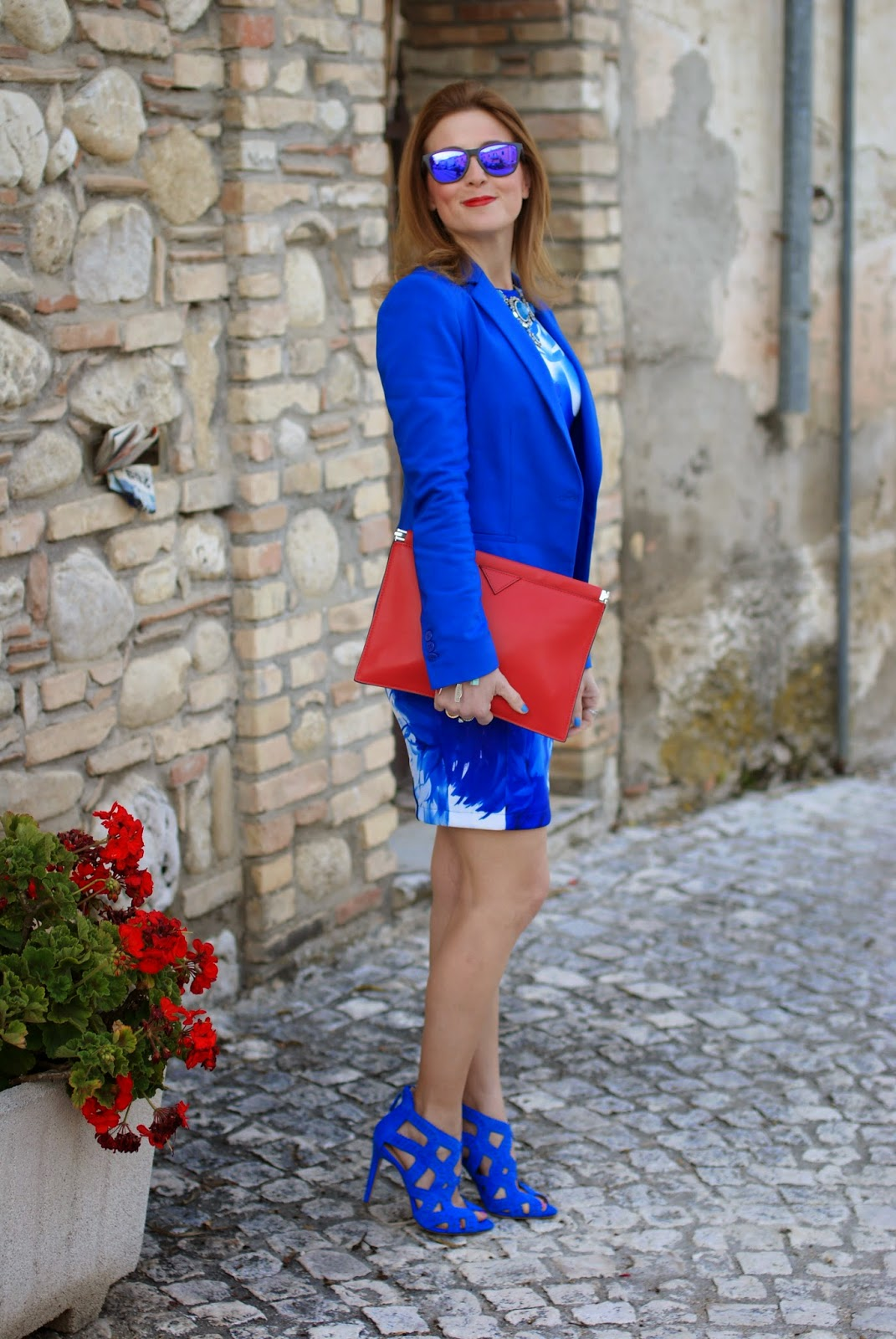 Blackfive blue dress, blue bodycon dress, red zara clutch, Oakley blue mirror sunglasses, Fashion and Cookies, fashion blogger