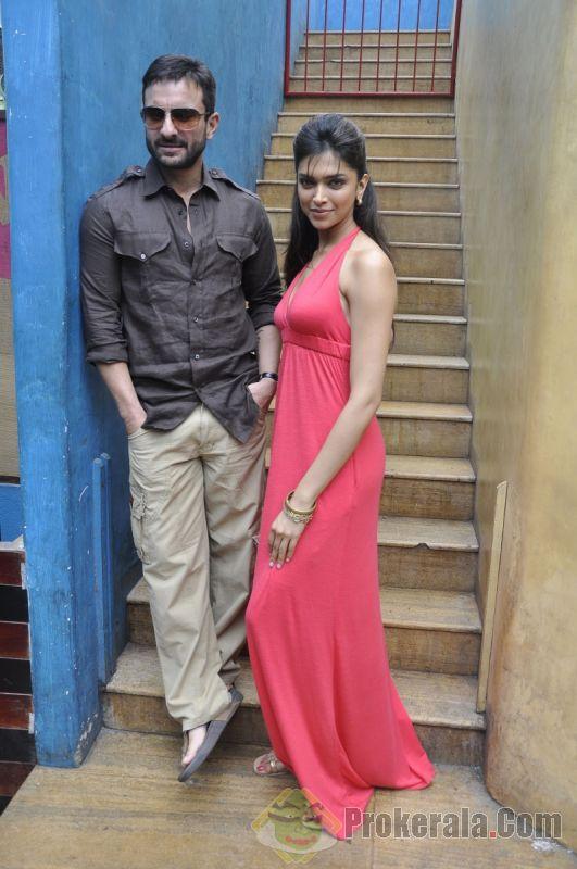 Indian Hot Hot: Deepika Padukone and Saif Ali Khan Aarakshan