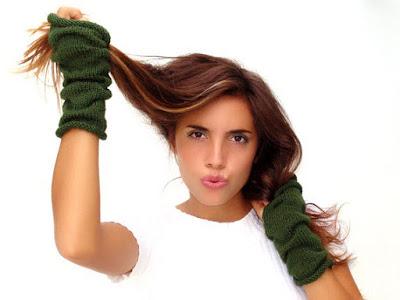 https://www.etsy.com/listing/112746341/dark-green-knit-fingerless-gloves?ref=related-3