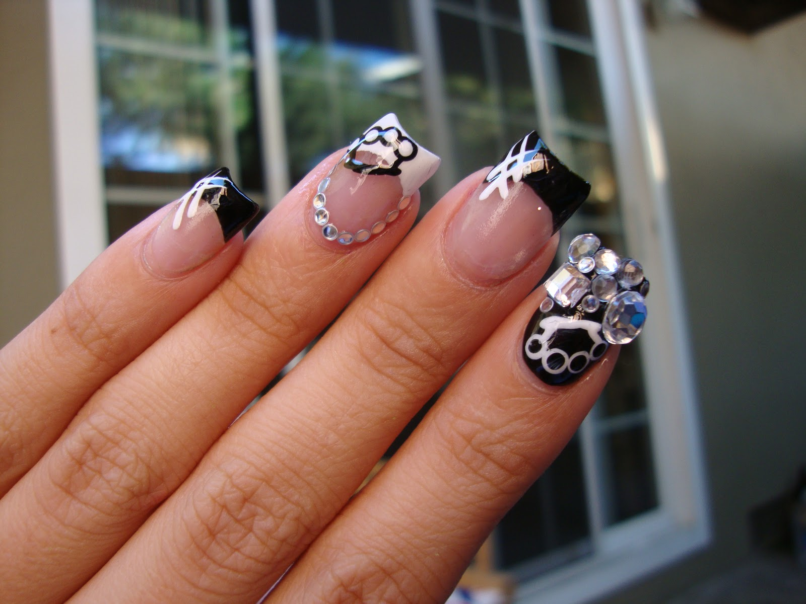 Obsessed september 2011 30 day nail challenge day 7 black and white prinsesfo Image collections