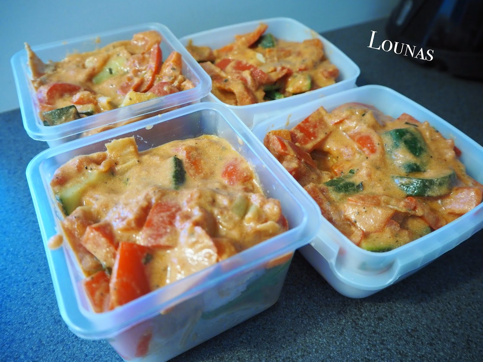 lounas, lunch, kayla itsines, help, food, food program, ruokaohjelma, kanaa, kasviksia, chicken, vegetables,