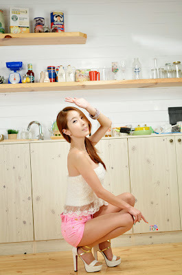 Jung Jung Ah Sexy Cutie White Top Pink Shorts