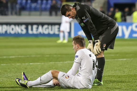 Despite chipping his front two teeth, Mitchell Langerak is able to share the fruit of his fail