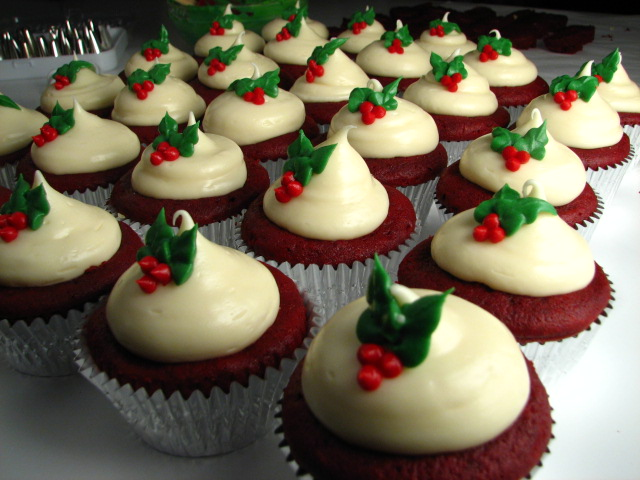 Red Velvet Christmas Cupcakes Red velvet cheesecake cupcakes