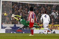 Cristiano Ronaldo fusila a Courtois en un gran lanzamiento de falta