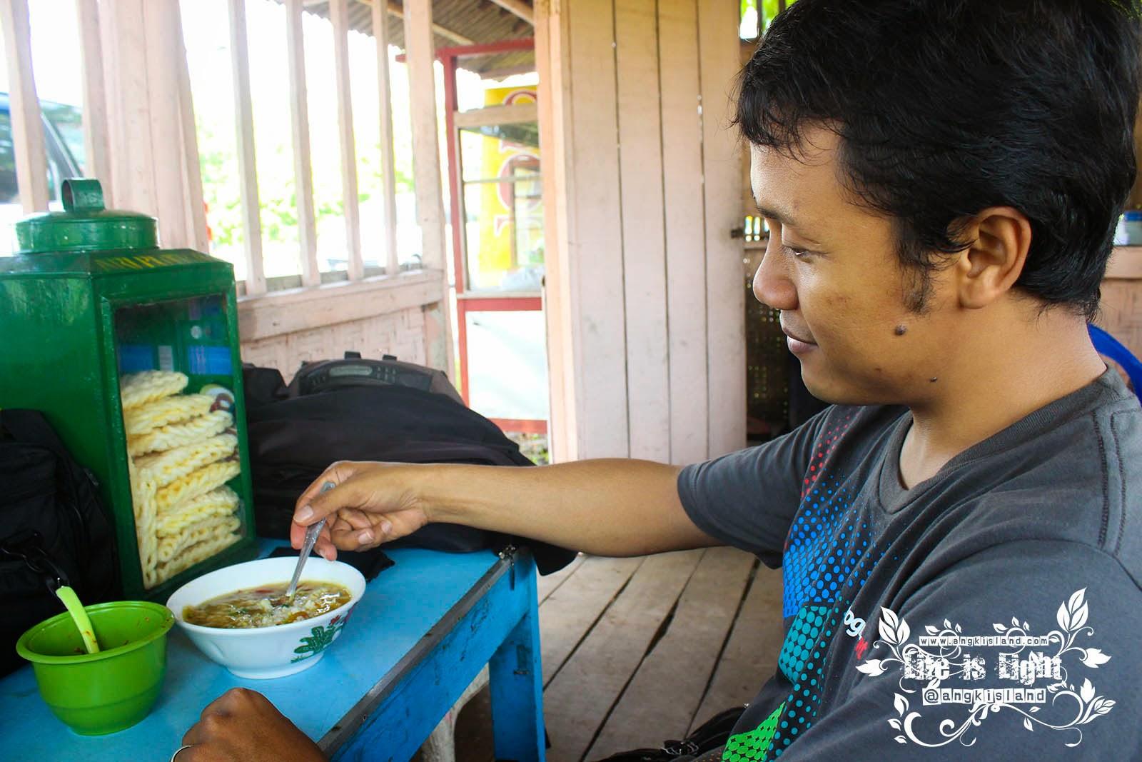 mas Ramli makan soto