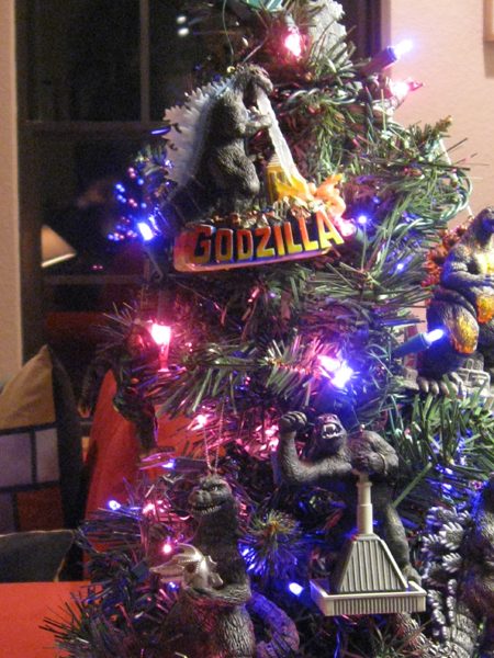 Godzilla holiday tree - Detail 3