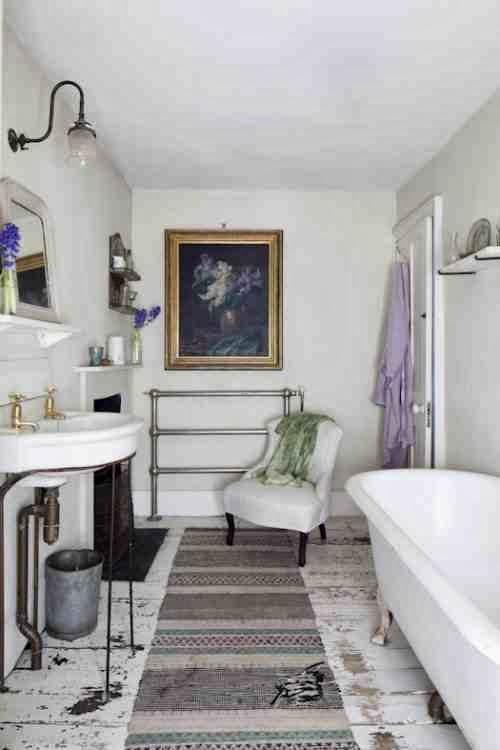 Łazienka urządzona w stylu skandynawskim i angielskim