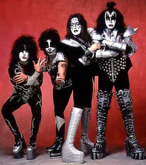 Foto de la Banda Kiss con sus trajes extravagantes y originales