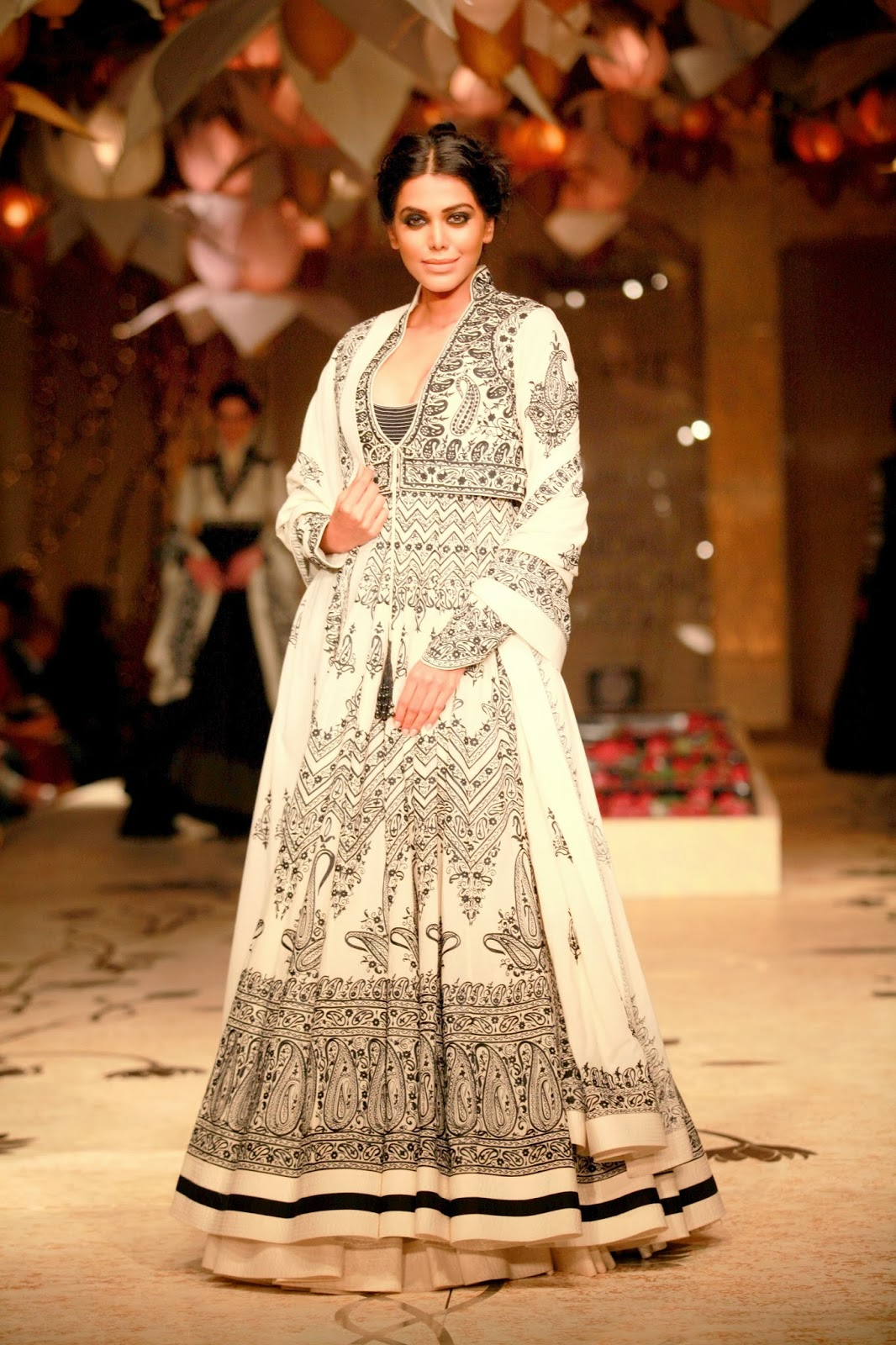 Buy Fashion Indian designer rohit bal bridal wear pictures trends