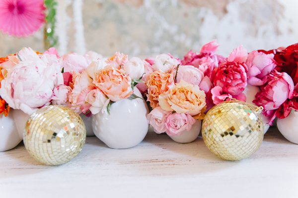 flores y bolas de colores
