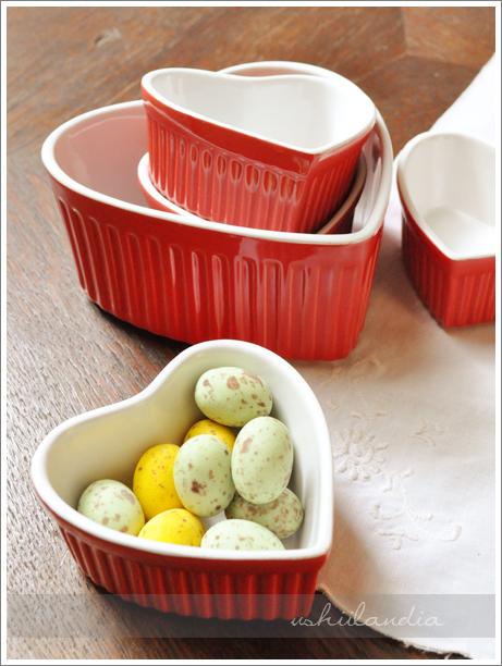 czerwone ceramiczne formy do pieczenia w kształcie serca