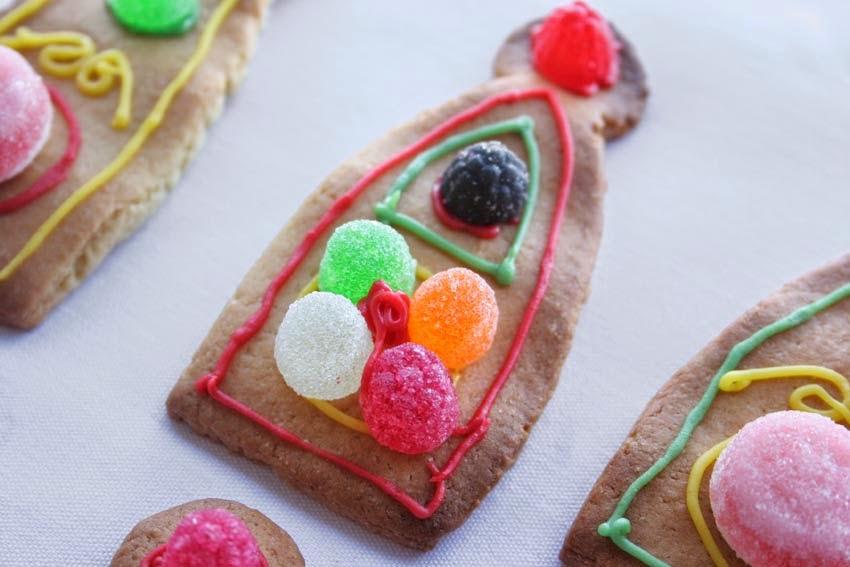 Galletas decoradas con chuches para tarta corona3
