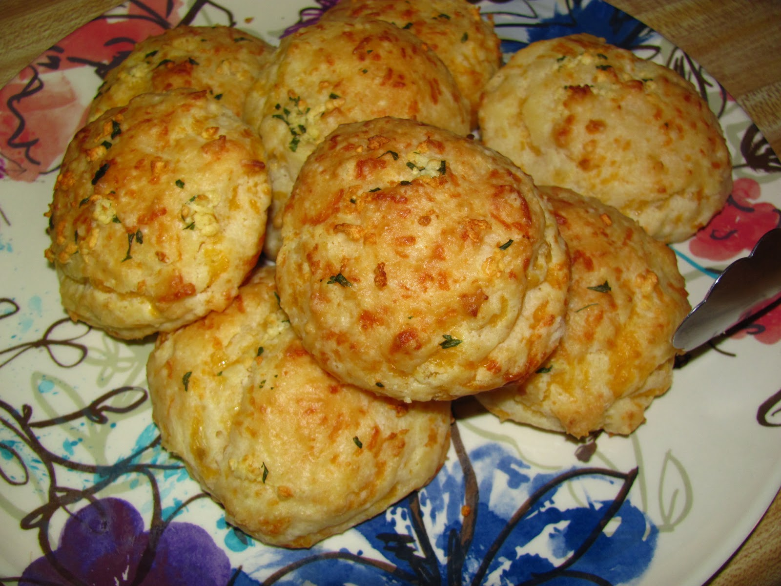 For the Love of Food: Red Lobster Cheddar Bay Garlic Biscuits