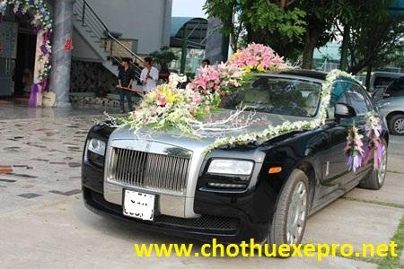 Cho thuê xe cưới Rollroyce Ghost uy tín, chuyên nghiệp tại Hà Nội