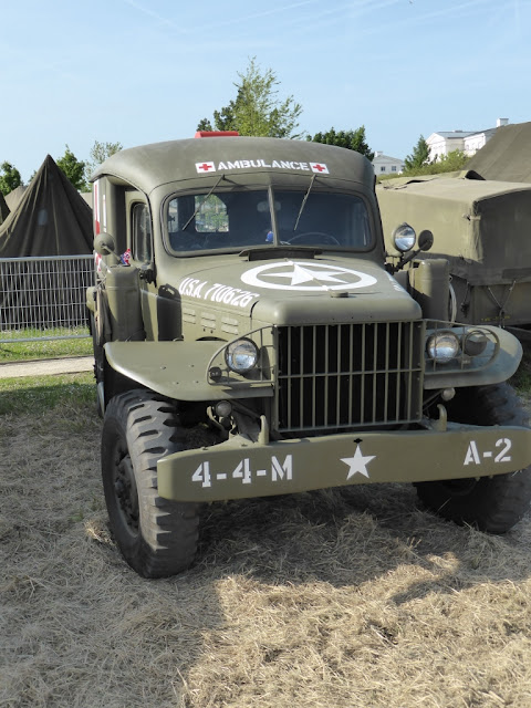 https://www.med-dept.com/articles/ww2-us-army-ambulances-and-medical-related-vehicles/