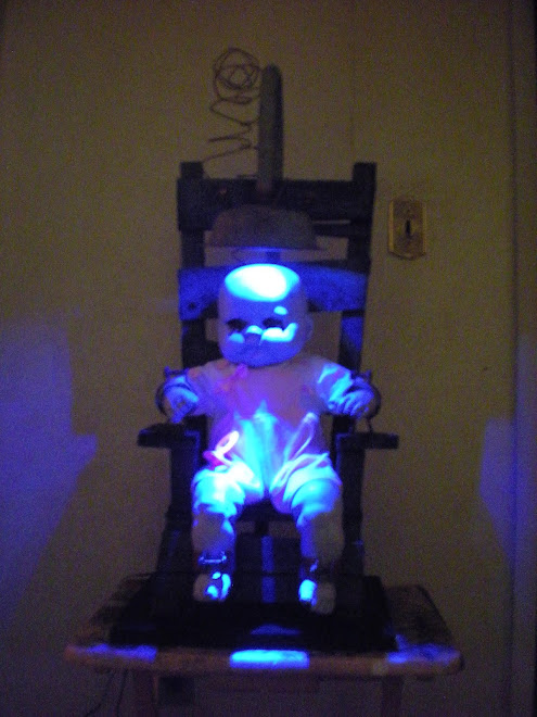 Electric chair comes withlightning light effect's!