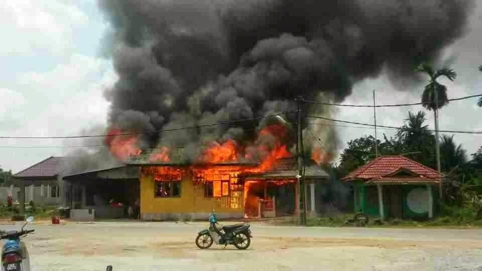 Sayu Bekas Imam rentung rumah di diami nya terbakar