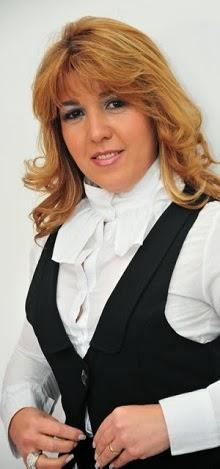 Cantora Beth Alves