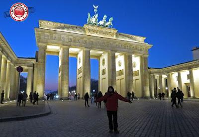 Berlín - Pariserplatz y Puerta de Brandenburgo