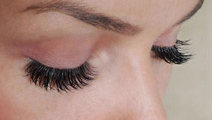 5 Tips Memakai Bulu Mata Palsu Supaya Terlihat Natural