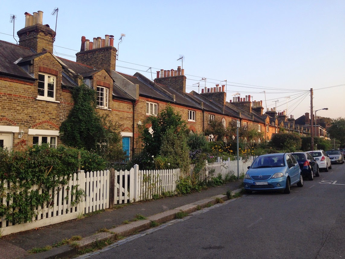 Commondale, Putney, London SW15