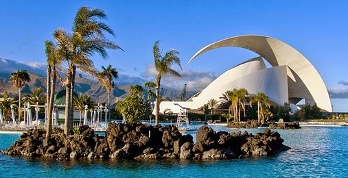 Parque Marítimo César Manrique y el Auditorio al fondo