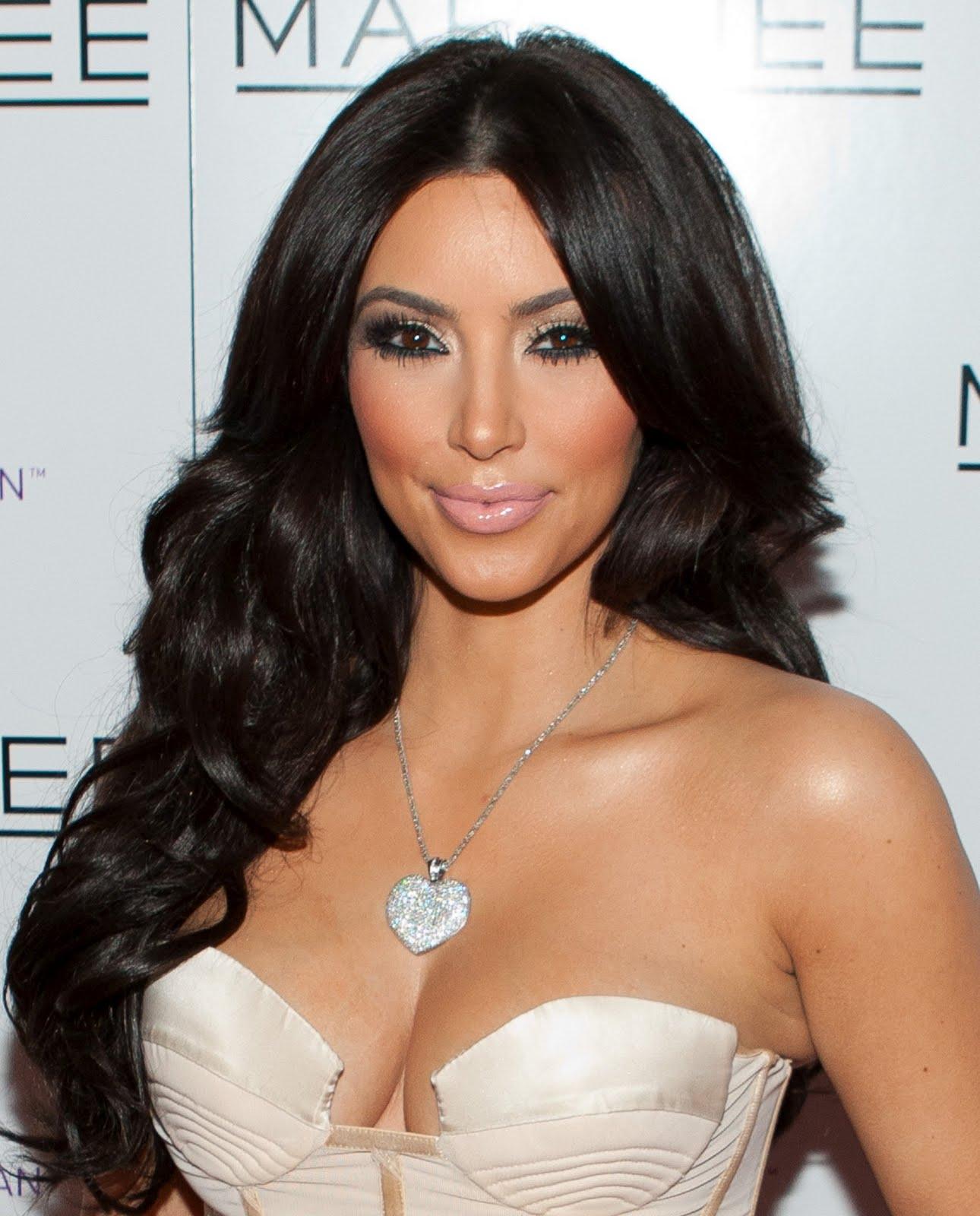 http://4.bp.blogspot.com/-bKtTVmudMJw/TWPsMA3-UaI/AAAAAAAABxM/r3aajExbu9o/s1600/Kim-Kardashian-20.jpg