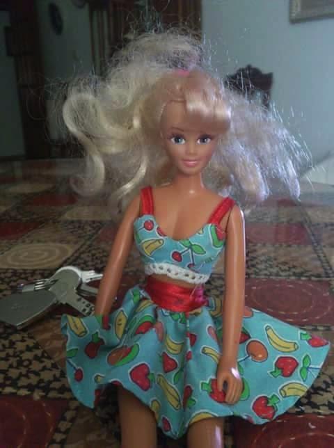 Barbie un poco desorientada después del rescate.