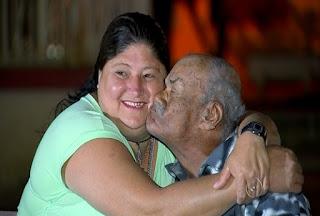 Aos 104 anos, alagoano namora mulher  64 anos mais jovem.