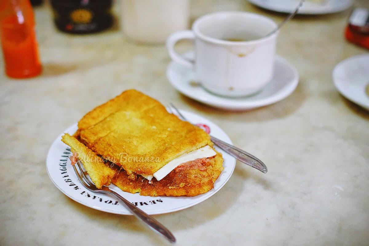 Roti Goreng Telur Corned Beef Keju