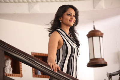anushka @ thulli ezhunthathu kadhal movie new hot photoshoot