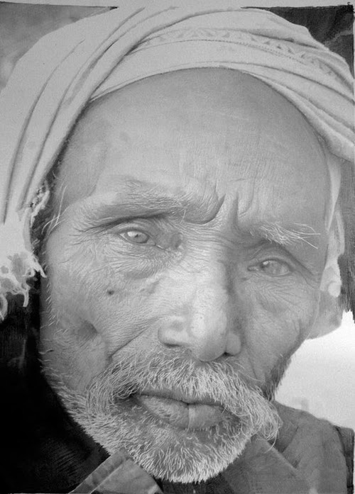 08-Paul-Cadden-Emotions-and-Character-Drawings-in-Everyday-Faces