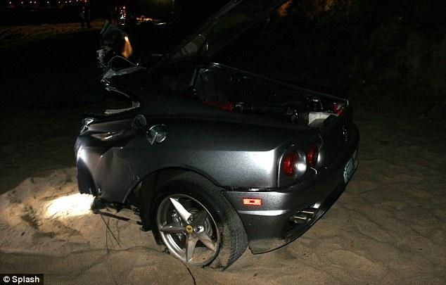Kereta Ferrari terputus dua dalam kemalangan jalanraya