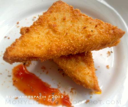 Roti Tawar Isi Saus Tomat